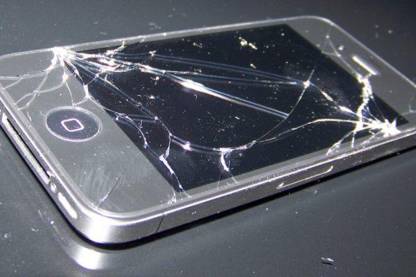 zniszczony telefon