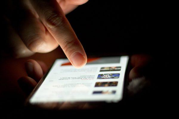 Smartfon w nocy