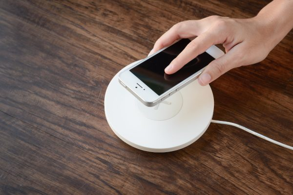 bezprzewodowe ładowanie telefonu
