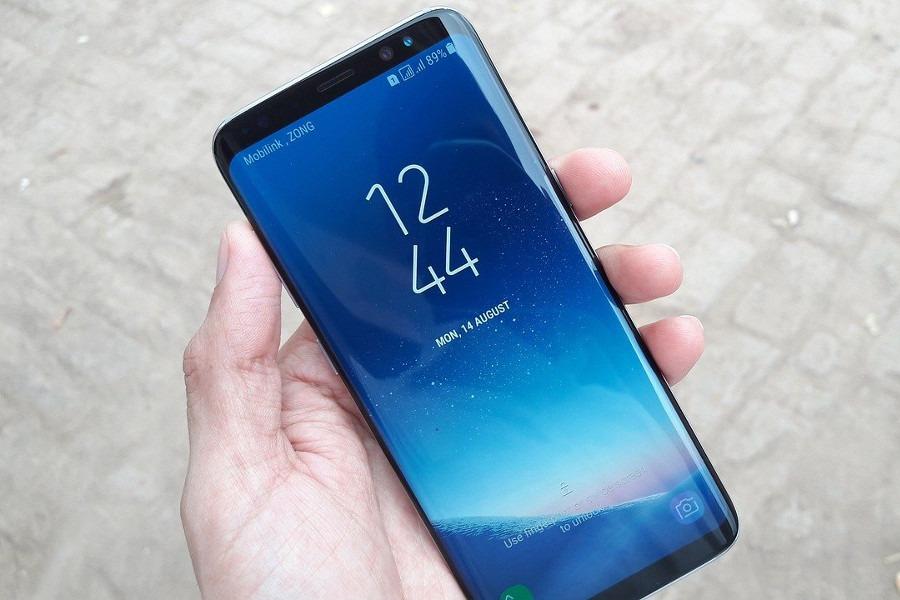 Smartfon z zakrzywionym ekranem