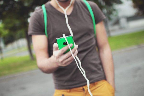 Telefon do słuchania muzyki
