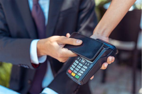 Jak płacić smartfonem